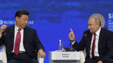 Guerra commerciale Usa-Cina, Putin preferisce stare in disparte