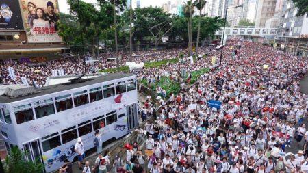 Hong Kong, oltre un milione in strada contro le ingerenze del regime cinese