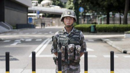 L'esercito cinese conduce esercitazioni nei pressi di Hong Kong
