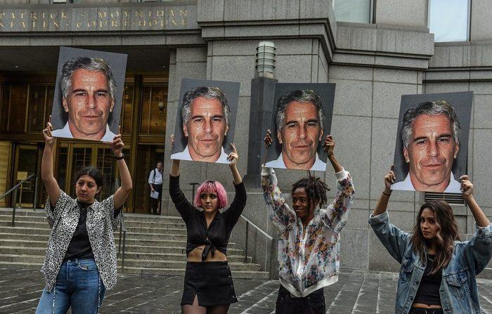 Pedofilia, Epstein farà i nomi dei 'complici' in cambio della riduzione della pena?