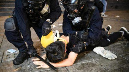 Trump: «La Cina sta spostando truppe verso il confine con Hong Kong»