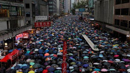 Hong Kong, dopo undici settimane le proteste continuano