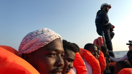 Migranti, Ocean Viking assegnata a Lampedusa