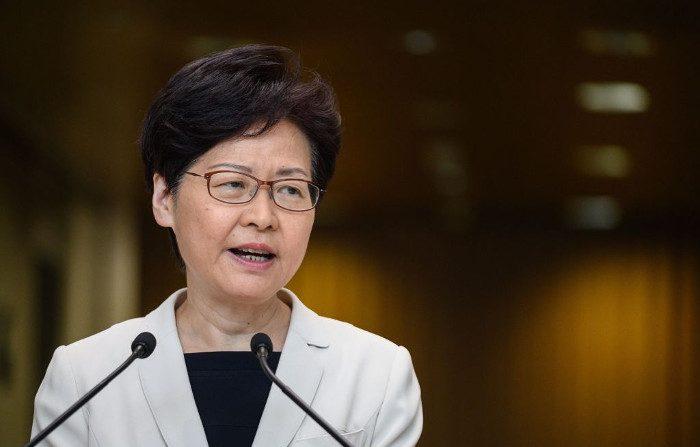 Il capo di Hong Kong nega che Pechino le stia impedendo di dimettersi