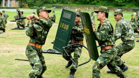 Mentre Xi chiede di prepararsi alla guerra, le città cinesi ordinano ai residenti di fare provviste