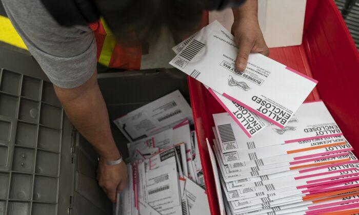 Usa, due incriminazioni per frodi elettorali: 8.000 false domande di registrazione degli elettori