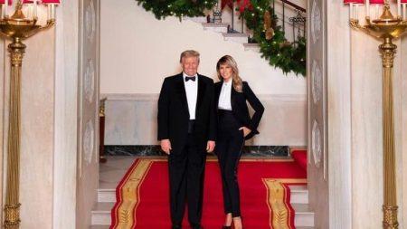 Melania e Donald felici nella foto ufficiale Natale 2020 in Washington D.C.