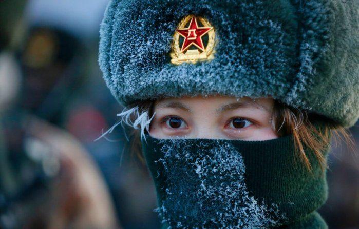 La Cina sviluppa elmetti militari con un pulsante per l'autodistruzione