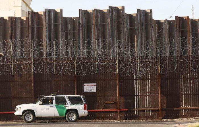 Ex capo della polizia di frontiera: in poche ore Biden ha reso l'America meno sicura