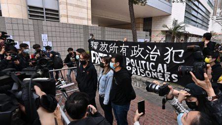 Hong Kong, la comunità internazionale critica l'arresto delle 47 figure dell'opposizione
