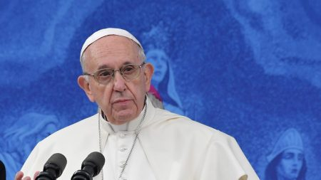 Il Vaticano dichiara «non lecita» la benedizione delle unioni omosessuali