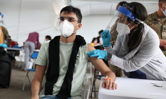 Usa, college spingono per obbligo vaccinale prima del semestre autunnale