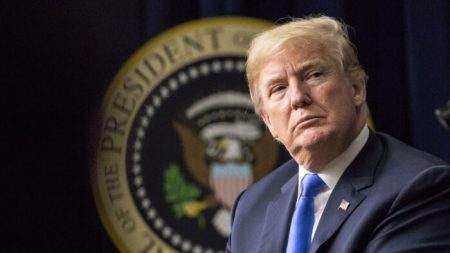 Il Consiglio di sorveglianza di Facebook conferma la sospensione di Trump