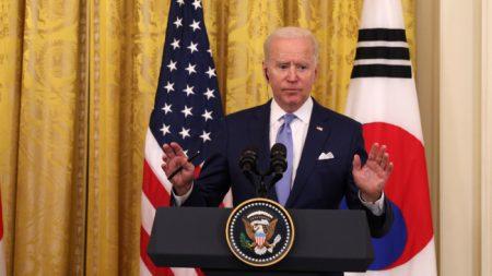 Biden reindirizza a Obama la domanda sugli Ufo