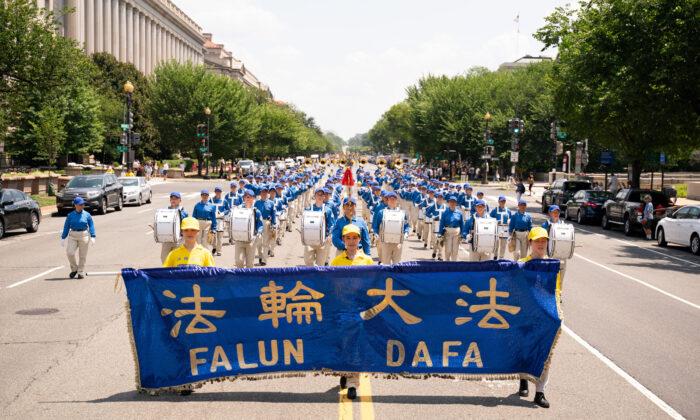 Fotogallery, praticanti del Falun Gong marciano a Washington per la fine della persecuzione