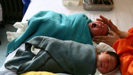 Niente più restrizioni, Pechino tira fuori politiche per promuovere la gravidanza
