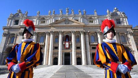 Obbligo vaccinale in Vaticano, alcune delle guardie svizzere del Papa si dimettono